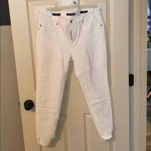 Super skinny white jeans 👖